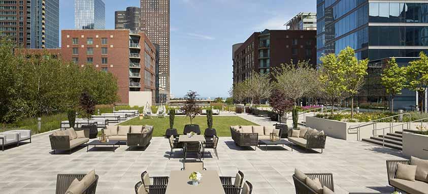 streeterville-social-loews-chicago-rooftop-venues