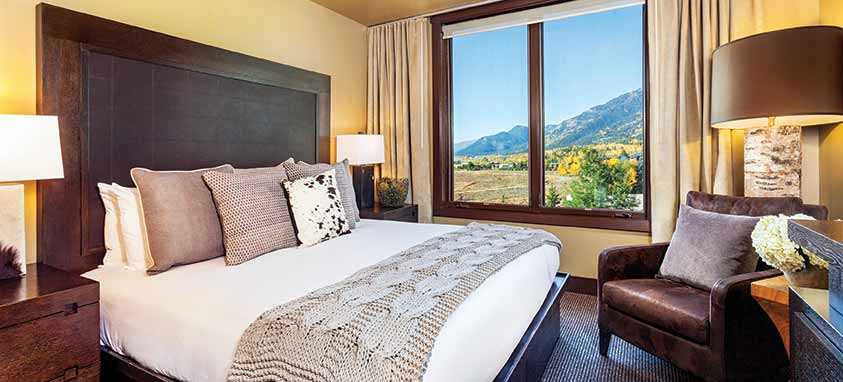 hotel-terra-jackson-hole-guestroom-with-king-bed