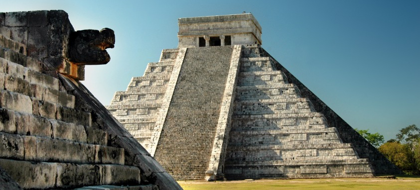 the-mayan-temple-complex-of-chichen-itza-yucatan-mexico